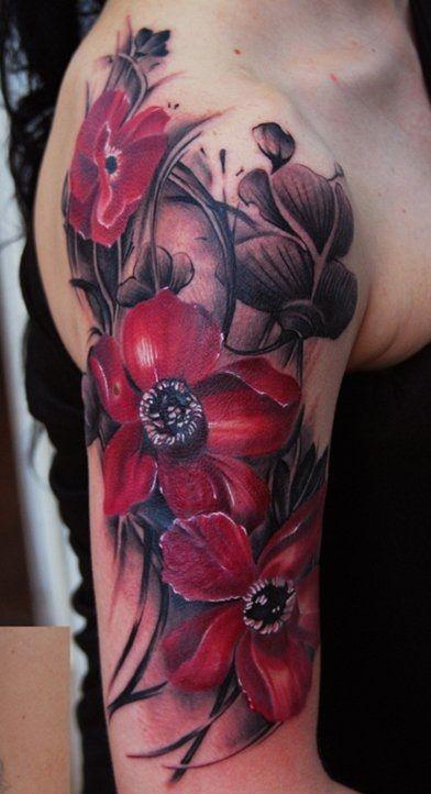 Czarna Jaskółka W Kwiaty Tatuaż
