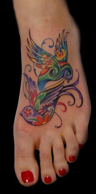 Dwa kolorowe ptaki tatuaż