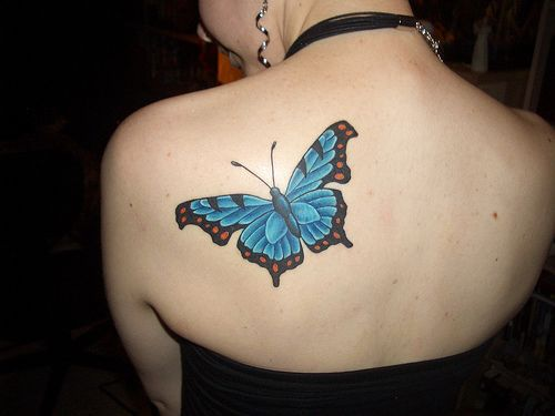 Niebieski motyl tatuaż
