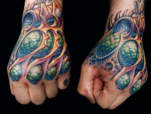 Kolorowa biomechanika tatuaż