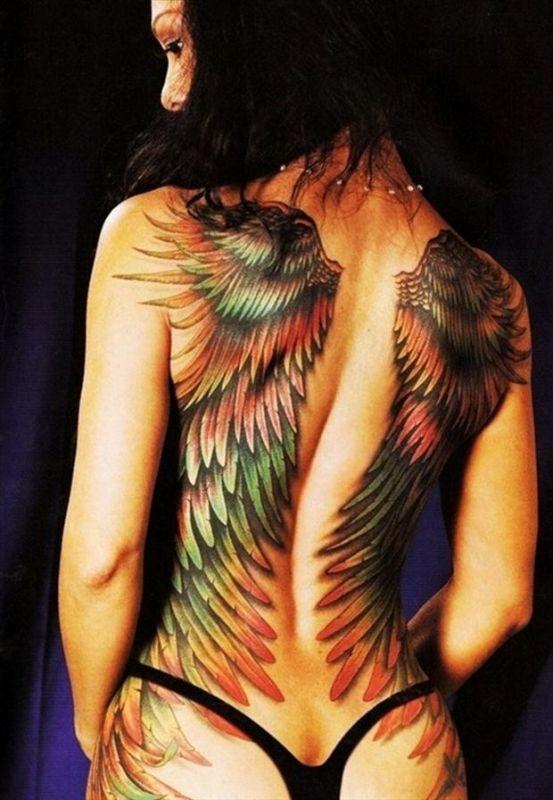 Kolorowe skrzydła na plecach