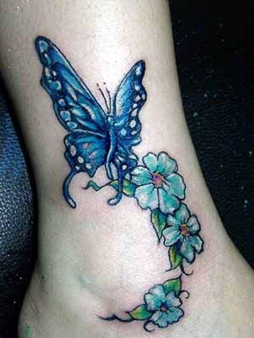 Niebieski motyl i stokrotki
