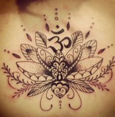 Lotos kwiat tatuaż