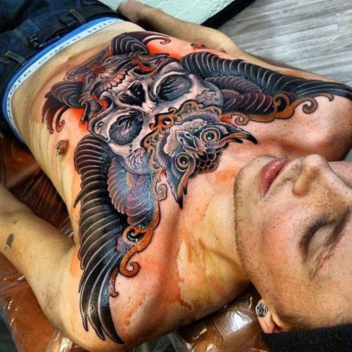 Sowa czaszka ze skrzydłami tatuaż