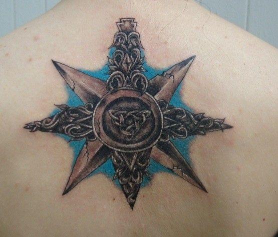 Ozdobna Róża Wiatrów Tatuaż