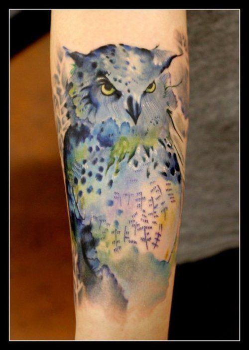 Szaro-niebieska sowa tatuaż