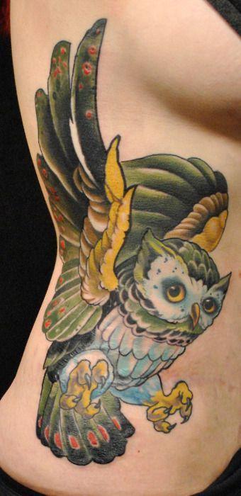 Tatuaż na brzuchu z sową