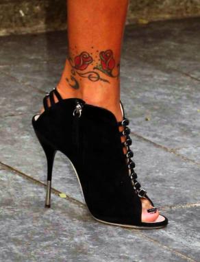 Tatuaż Z Różami Na Kostce