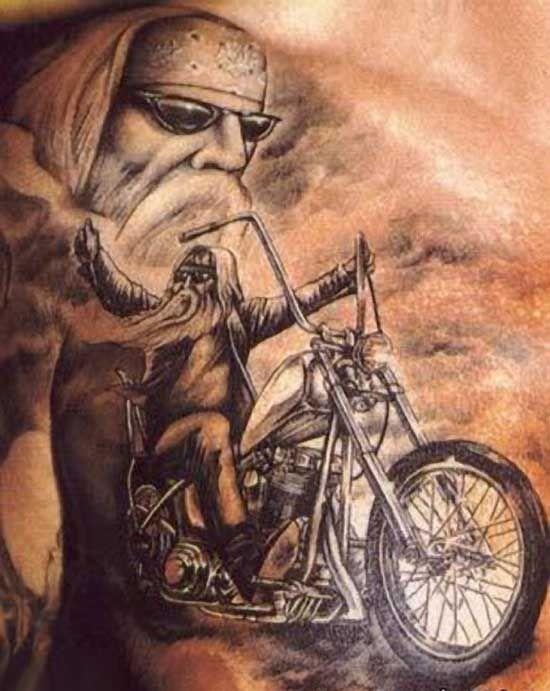 Tatuaż stary motocyklista