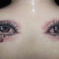 Para oczu ze łzami tatuaż