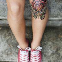 Czerwona róża i motyl