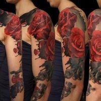Czerwone róże tatuaż