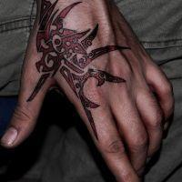 Czerwono-czarny tribalowy wzorek