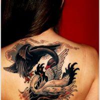 Dwa łabędzie tatuaż na plecach