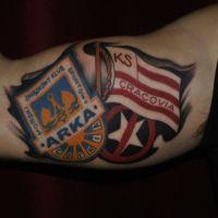 Dwa loga klubów tatuaż kibica