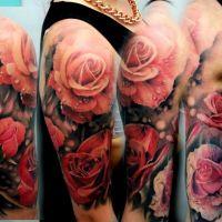 Róże tatuaż na ręce