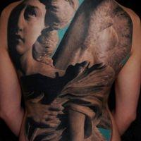 Figura anioła tatuaż