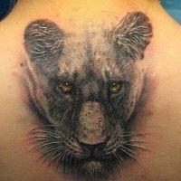 Głowa czarnej pantery tatuaż