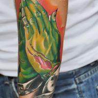 Zielone dłonie tatuaż