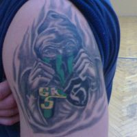 Kibic z pięściami tatuaż