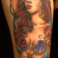 Kobieta motyw marynarski tatuaż