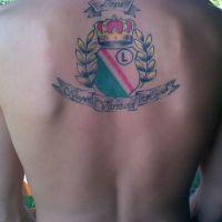 Logo Legia Warszawa w koronie tatuaż