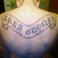 Napis Arka Gdynia tatuaż kibica