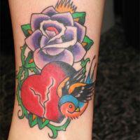 Pęknięte serce ptak i róża tatuaż