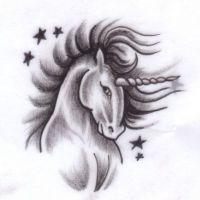 Piękny jednorożec wzór tatuażu