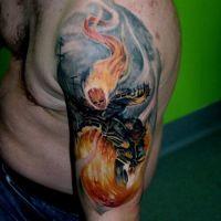 Płonący motocyklista tatuaż