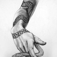 Ręka z wężem tatuaż wzór