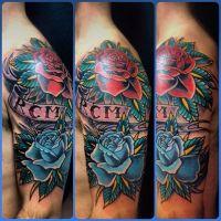 Róża czerwona i niebieska tatuaż