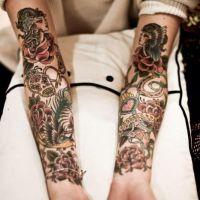 Różne tatuaże na rękach