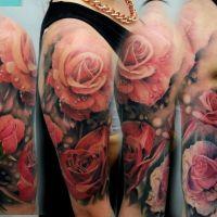 Różowe róże tatuaż na ręce
