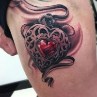 Serce z czerwonym diamentem tatuaż