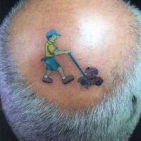 Tatuaż facet z kosiarką