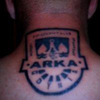Tatuaż herb Arka na szyi