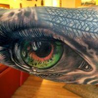 Tatuaż zielono-pomarańczowe oko