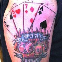 Tatuaż karty i kości do gry