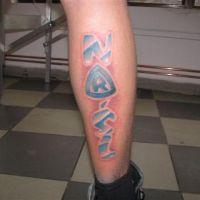 Tatuaż kibica niebieski napis