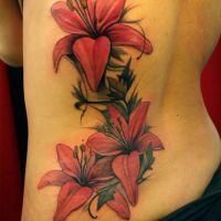 Tatuaż trzy lilie