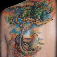 Tatuaż w kolorze  z drzewem