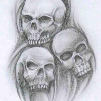 Wzór na tatuaż z trzema czaszkami