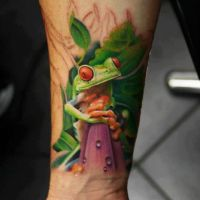 Żaba z pomarańczowymi oczami