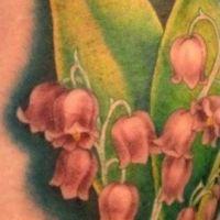 Czerwone dzwoneczki tatuaż kwiaty
