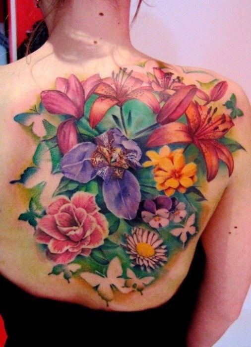 Bukiet kwiatów tatuaż plecy