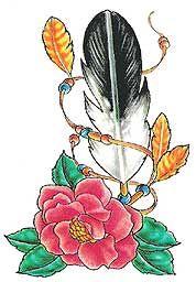 Czerwona róża i pióra wzór tatuażu
