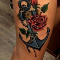 Kotwica i róża tatuaż w kolorze