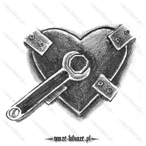 Metalowe serce z kluczem