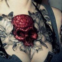 Czerwona czaszka w kwiatach